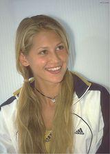 库尔尼科娃写真图片