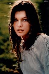 米拉・尤沃维奇写真图片