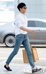 朴瑞俊[1\/18]组图:韩星朴瑞俊穿白衬衣牛仔裤变