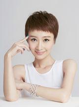 组图:肖涵全新时尚写真 清爽短发御姐范儿十足图片