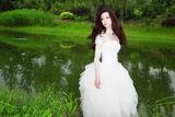 组图:龚洁夏日清凉大片 白纱黑裙显纯美