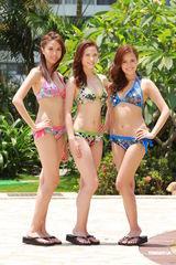 组图:2011港姐泳装示人 众佳丽丰胸美臀抢镜