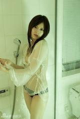 少女美颜近乎全裸大胆秀臀风骚湿身(1/26)美女图片脚的腿图片